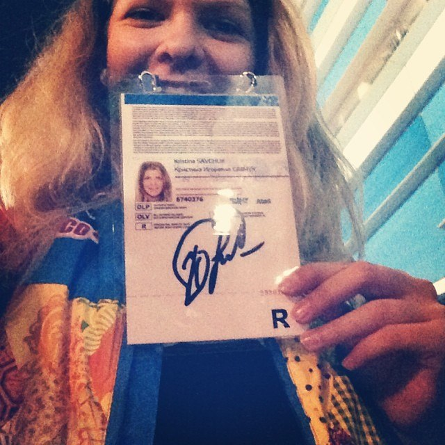 Kristina Savchuk'13 with the autograph of Yuliya Lipnitskaya