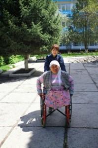Alumni Coordinator Nasiba Nurmatova '11 spends time with a resident of the Bishkek Nursing Home